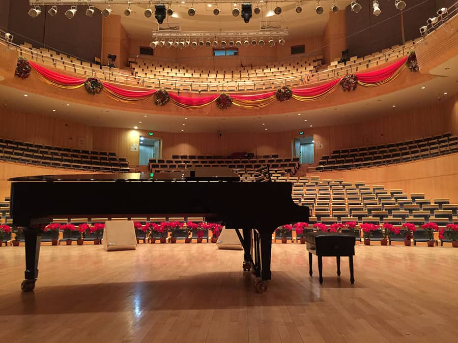 Why does an empty room echo - A grand piano on stage in an empty concert hall