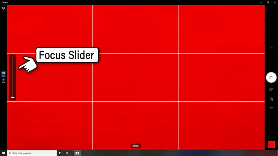 Manual focus slider in the Windows 10 Camera app.