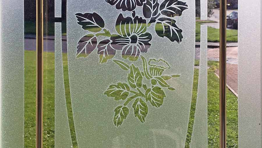 DIY Video Background Frosted Glass 01