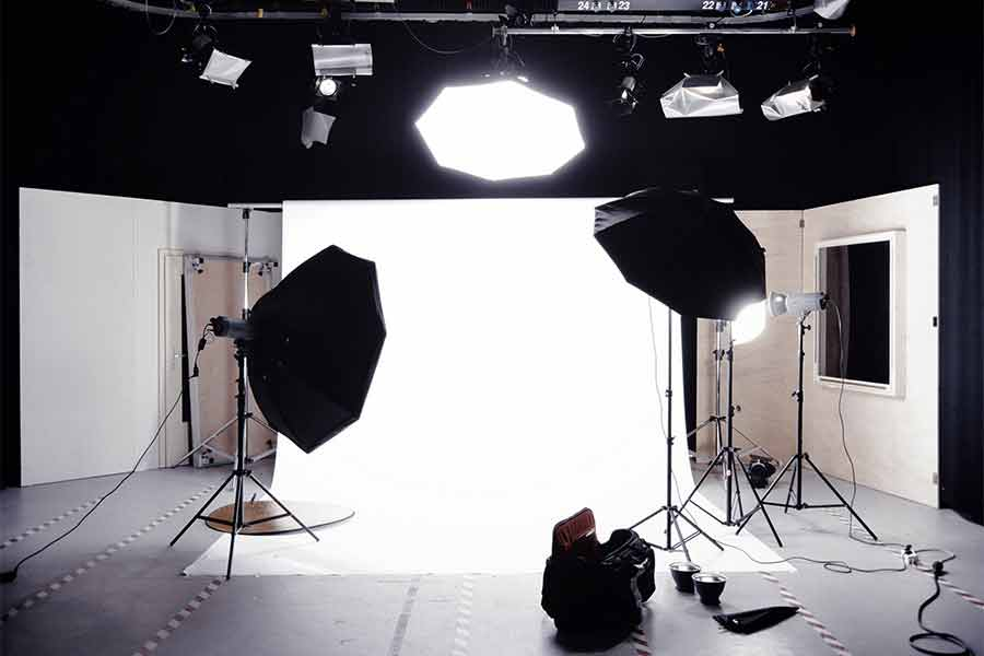 What does a softbox do - Softboxes on set